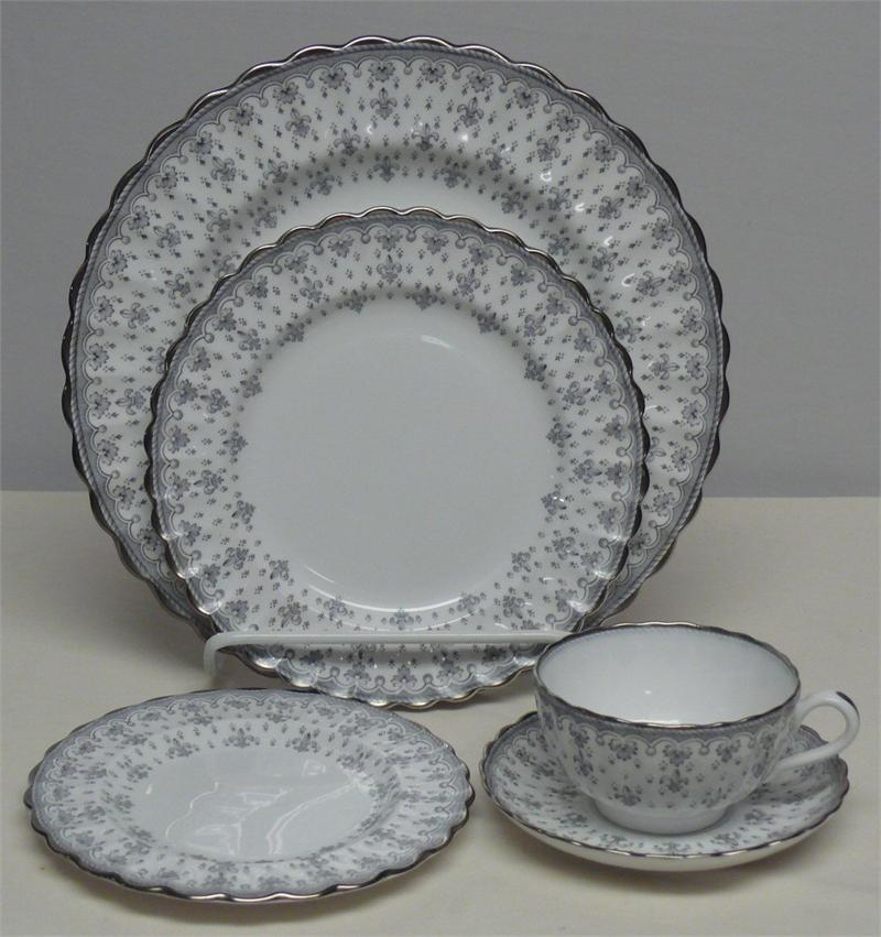 & Spode Fleur De Lys Grey / Gray Dinner Service for 12